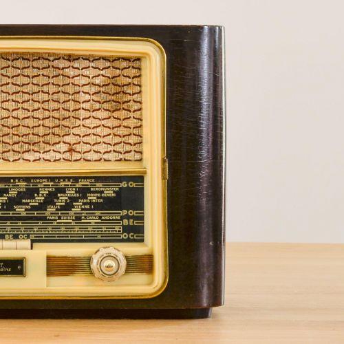Charlestine, Radio Modell 'Ribet Desjarding 1956', restauriert und modernisiert