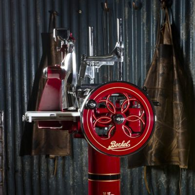 Berkel Aufschnittmaschine mit Schwungrad, Volano P15, Farbe rot