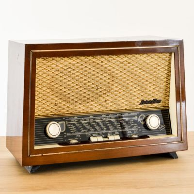 Charlestine, Radio Modell 'Point Blue Etna 1959', restauriert und modernisiert