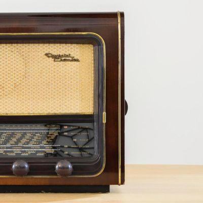 Charlestine, Radio Modell 'Ducretet Thomson L646 1955', restauriert und modernisiert