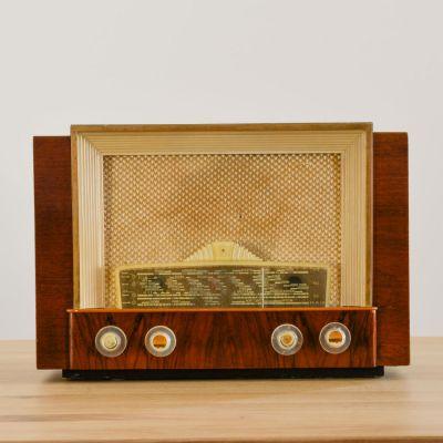 Charlestine, Radio Modell 'Philips BF406A 1950', restauriert und modernisiert