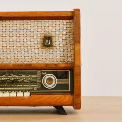 Charlestine, Radio Modell 'Tesla 535A 1962', restauriert und modernisiert