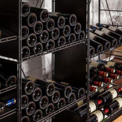 L'Atelier du Vin,  seitliche Halterung für Regalsystem