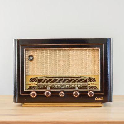 Charlestine, Radio Modell 'Unic Champagne 1953', restauriert und modernisiert